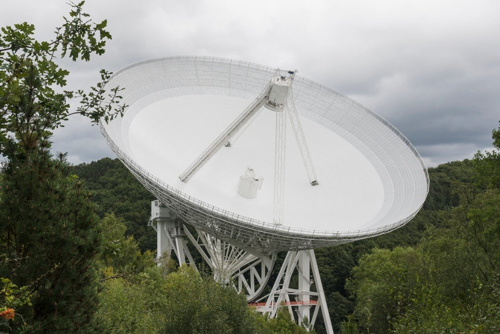 Largest radio telescopes: Effelsberg (Photo by CEphoto, Uwe Aranas)