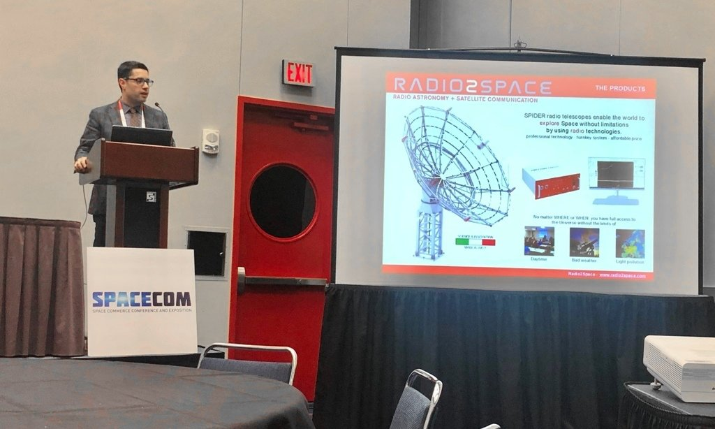 SpaceCom 2018: Filippo Bradaschia showing the radio telescopes applications