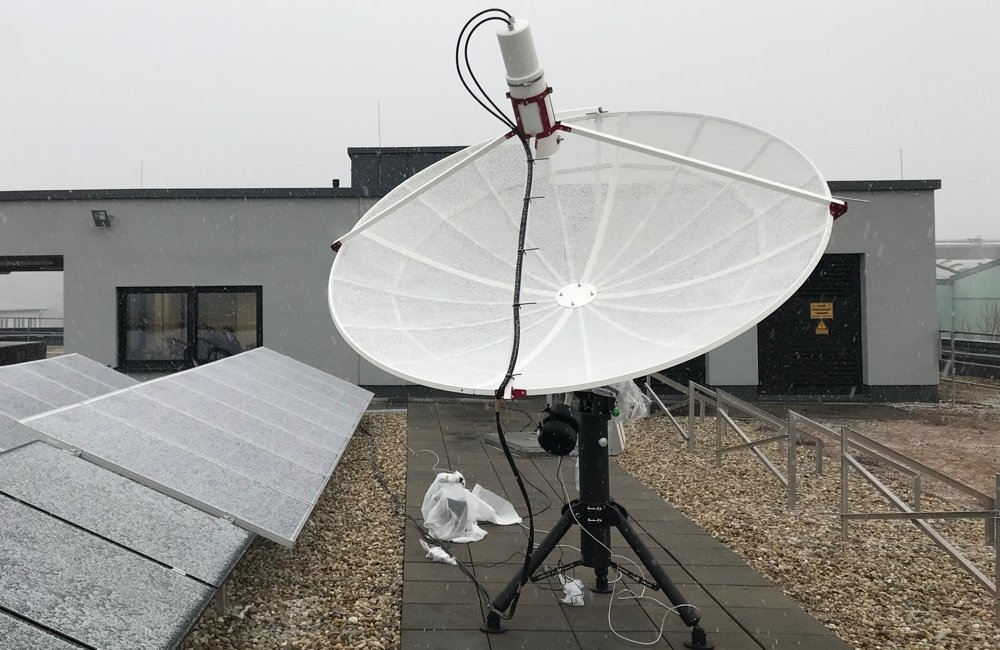 SPIDER 230C installed in Deggendorf Institute of Technology: snow fell and covered the radio telescope antenna.