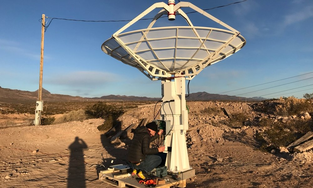 SPIDER 300A installato alla New Mexico Tech, vicino al Very Large Array: test dei cavi per il controllo e alimentazione