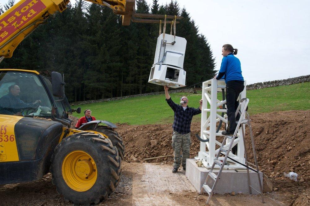 Radiotelescopio SPIDER 500A installato in Scozia: installazione della testa della montatura