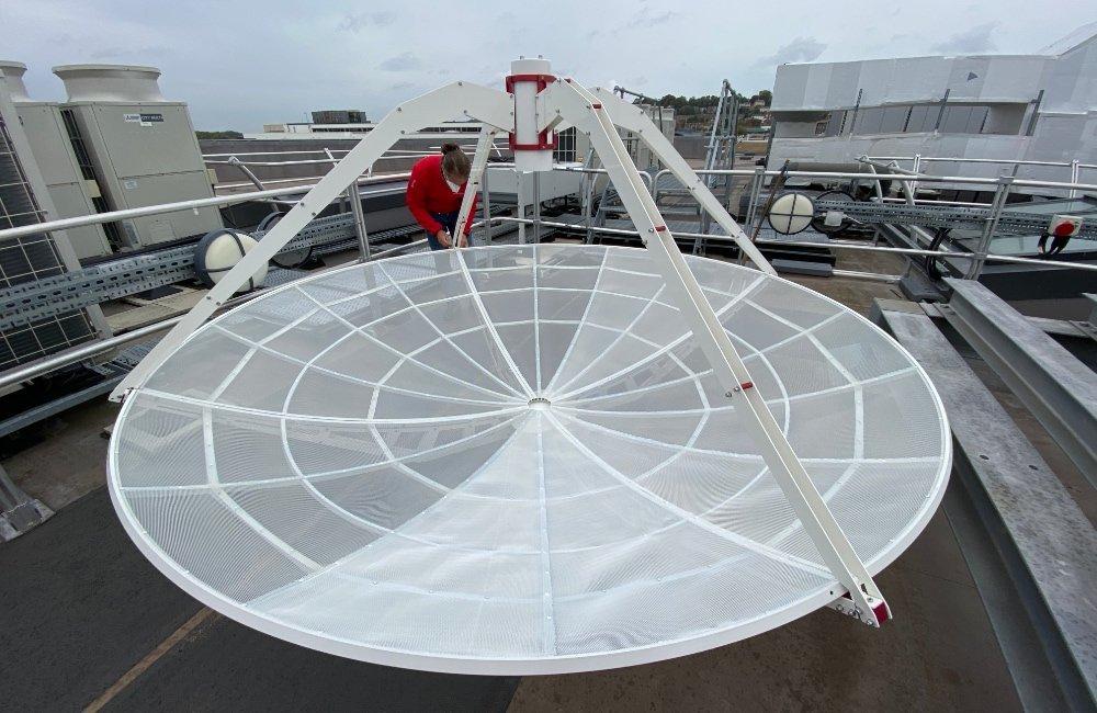 SPIDER 300A installato alla Università di Lincoln (UK): assemblaggio della antenna da 3 metri