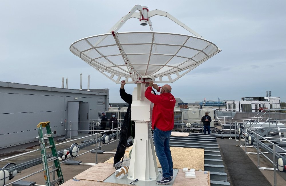SPIDER 300A 3 meter radio telescope installed in University of Lincoln (UK): fixing the 3 meter antenna on the radio telescope mount